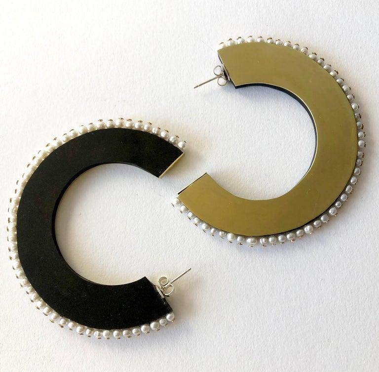 Bead Heidi Abrahamson Pearl Acrylic and Brass Postmodernist Reversible Hoop Earrings For Sale