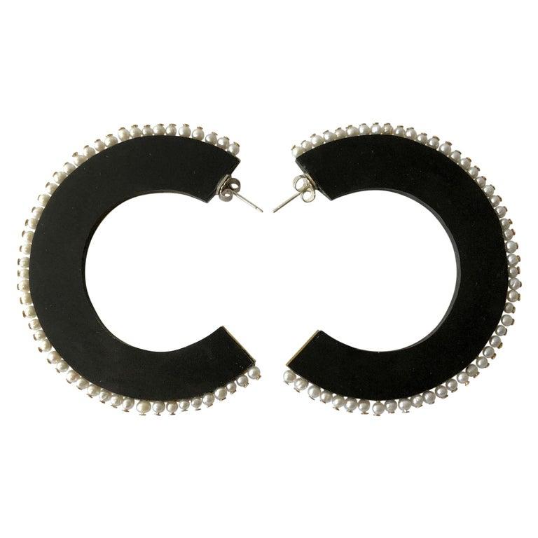 Heidi Abrahamson Pearl Acrylic and Brass Postmodernist Reversible Hoop Earrings For Sale