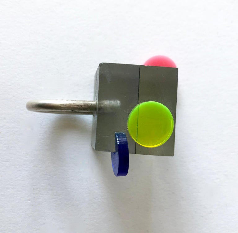 Heidi Abrahamson Sterling Silver Acrylic Cube Post Modernist Architectural Ring In Good Condition For Sale In Los Angeles, CA