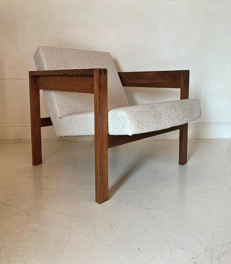 A Hein Stolle lounge chair. Made in the 1960s for Spectrum. Stolle was a hands on architect who joined the Dutch modernist movement early on and promoted high quality artisanal design. He is most known for tables and chairs. This particular model is
