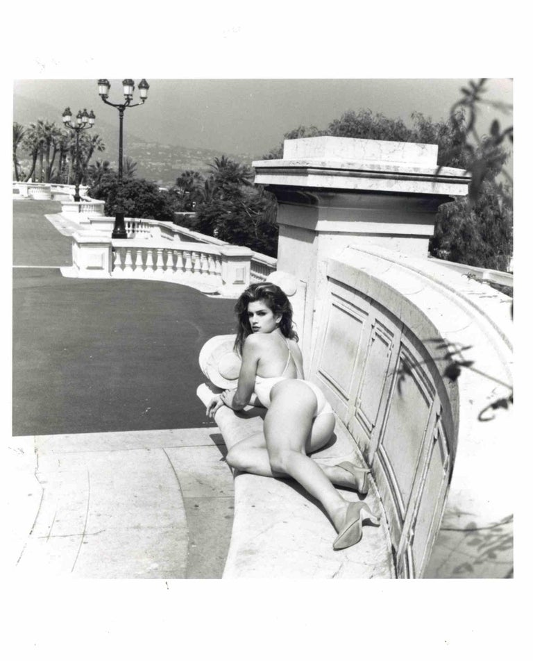 Cindy Crawford by Helmut Newton is a photographic press print on RC paper.  Hand-written notes in pencil on the back.  Dim: cm 25 x 20  Excellent conditions  A famous erotic non-nude portrait of American top-model Cindy Crawford lying on a staircase