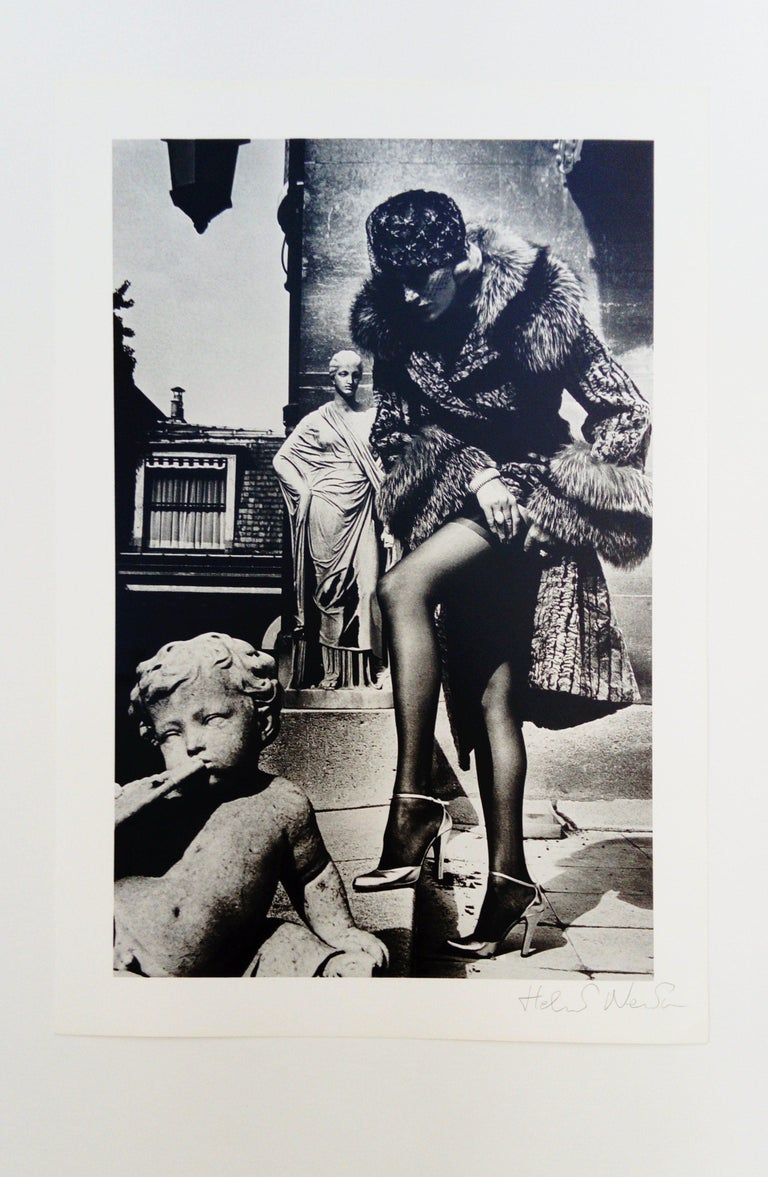 Very nice photo-lithography of Helmut Newton Annotations on the back Dimensions: 41 x 28 cm Signed by the artist in pencil Perfect condition - neat shipment