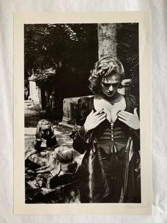 Helmut Newton - Père Lachaise, Paris 1977