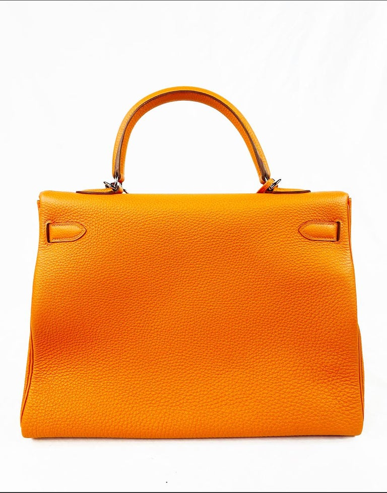 Hermes Soft Retourne 35 Kelly Orange Leather Handbag In New Condition In Beverly Hills, CA