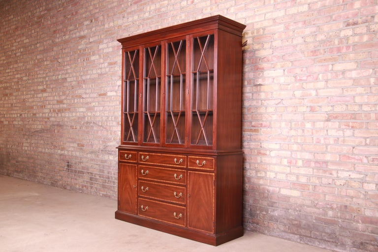 Henkel Harris Georgian Mahogany Breakfront Bookcase Cabinet In Good Condition For Sale In South Bend, IN