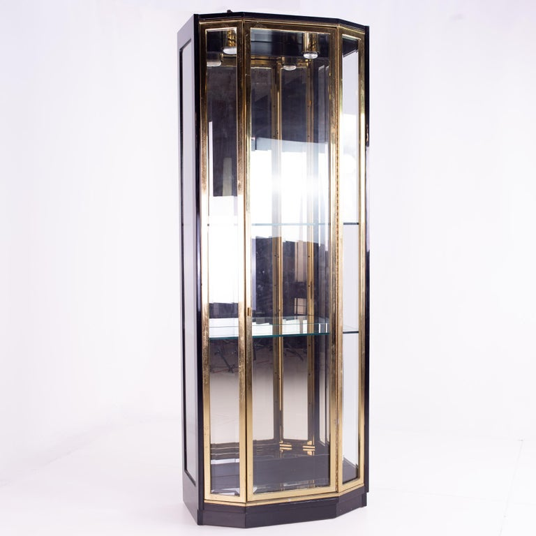 Henredon Black and Brass Midcentury Display Cabinets, Pair, Mcm In Good Condition For Sale In La Grange, IL