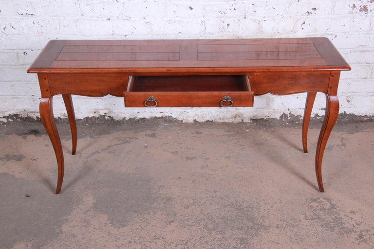 Henredon French Country Louis XV Style Console Table In Good Condition For Sale In South Bend, IN