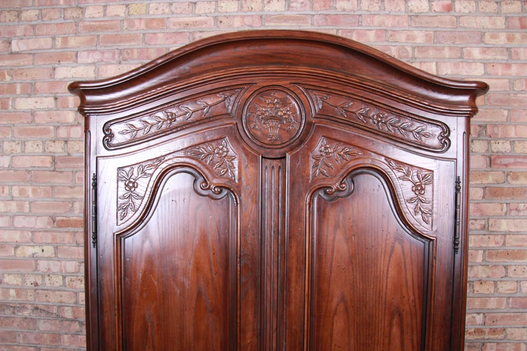 Henredon French Provincial Louis XV Carved Walnut Armoire Dresser In Good Condition In South Bend, IN