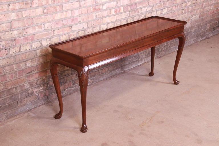 20th Century Henredon Queen Anne Mahogany Console or Sofa Table For Sale