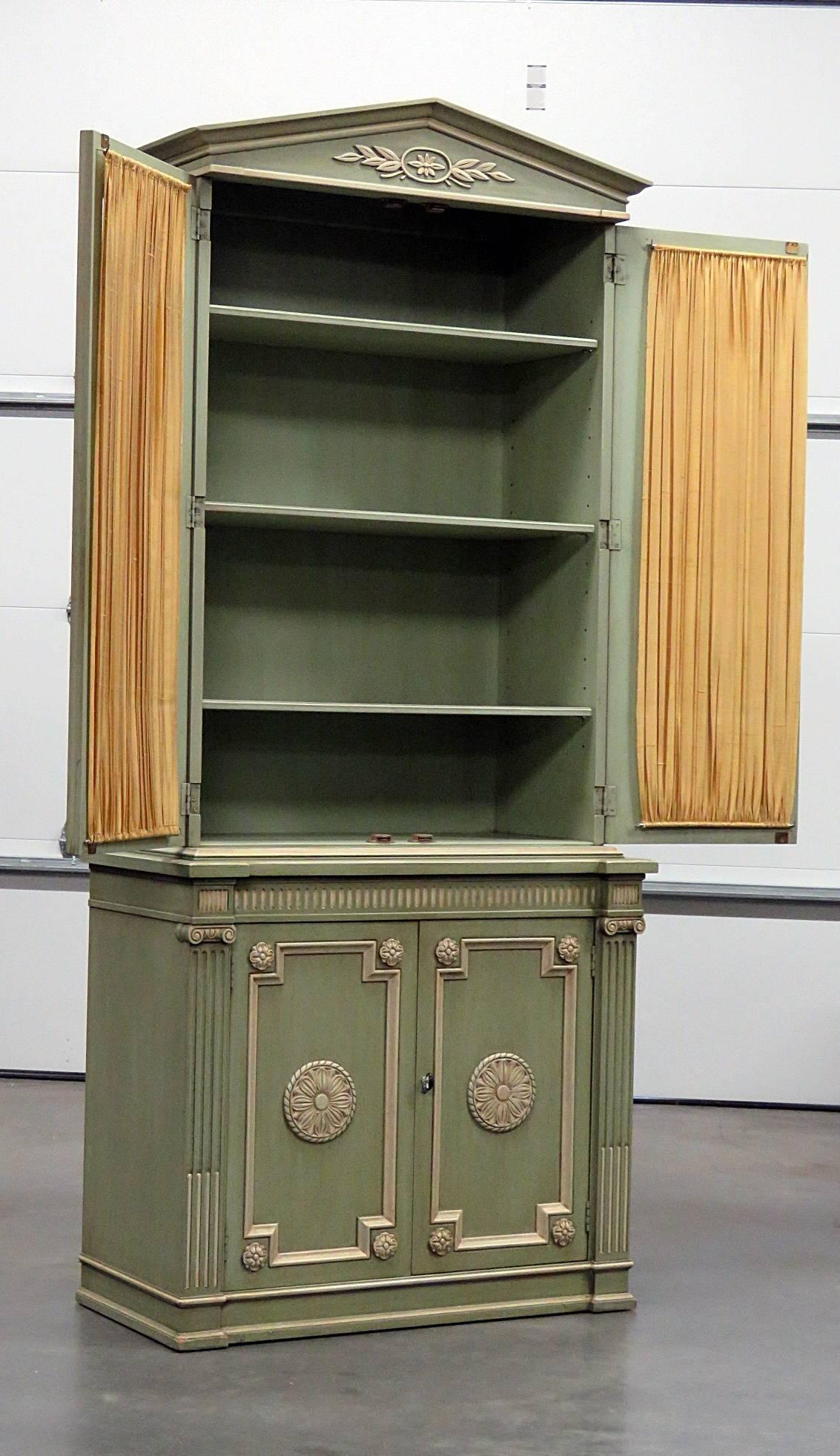 Henredon Regency Style Paint Decorated China Cabinet. Two Piece, Two Doors  And Three Shelves
