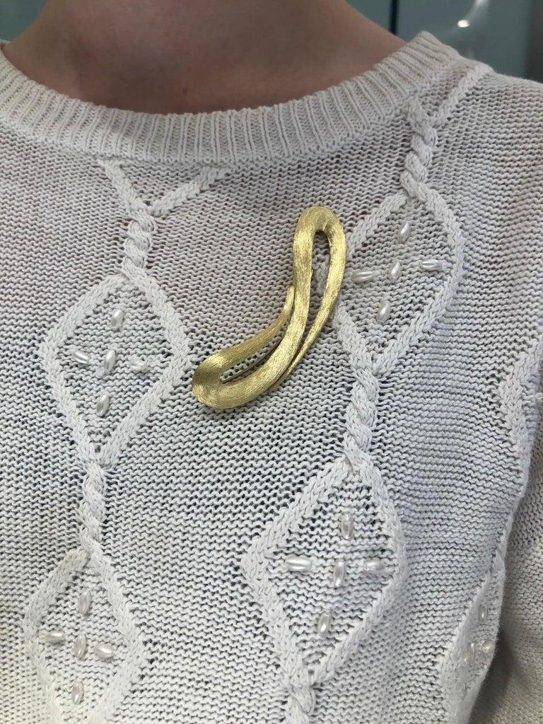 Women's Henry Dunay 18 Karat Yellow Gold Sabi Pin For Sale