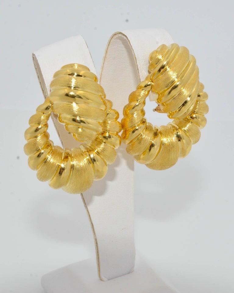 Modern Henry Dunay Doorknocker Satin Polish 18 Karat Yellow Gold Clip Earrings For Sale