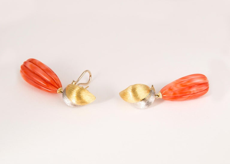 Henry Dunay Gold Platinum and Coral Drop Earrings In Excellent Condition For Sale In Atlanta, GA