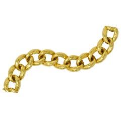 Henry Dunay Vintage 18 Karat Yellow Gold Hammered Curb Link Bracelet, circa 1980