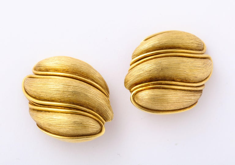 Henry Dunay Yellow Gold Florentine Finish Ear Clips In Good Condition For Sale In New York, NY