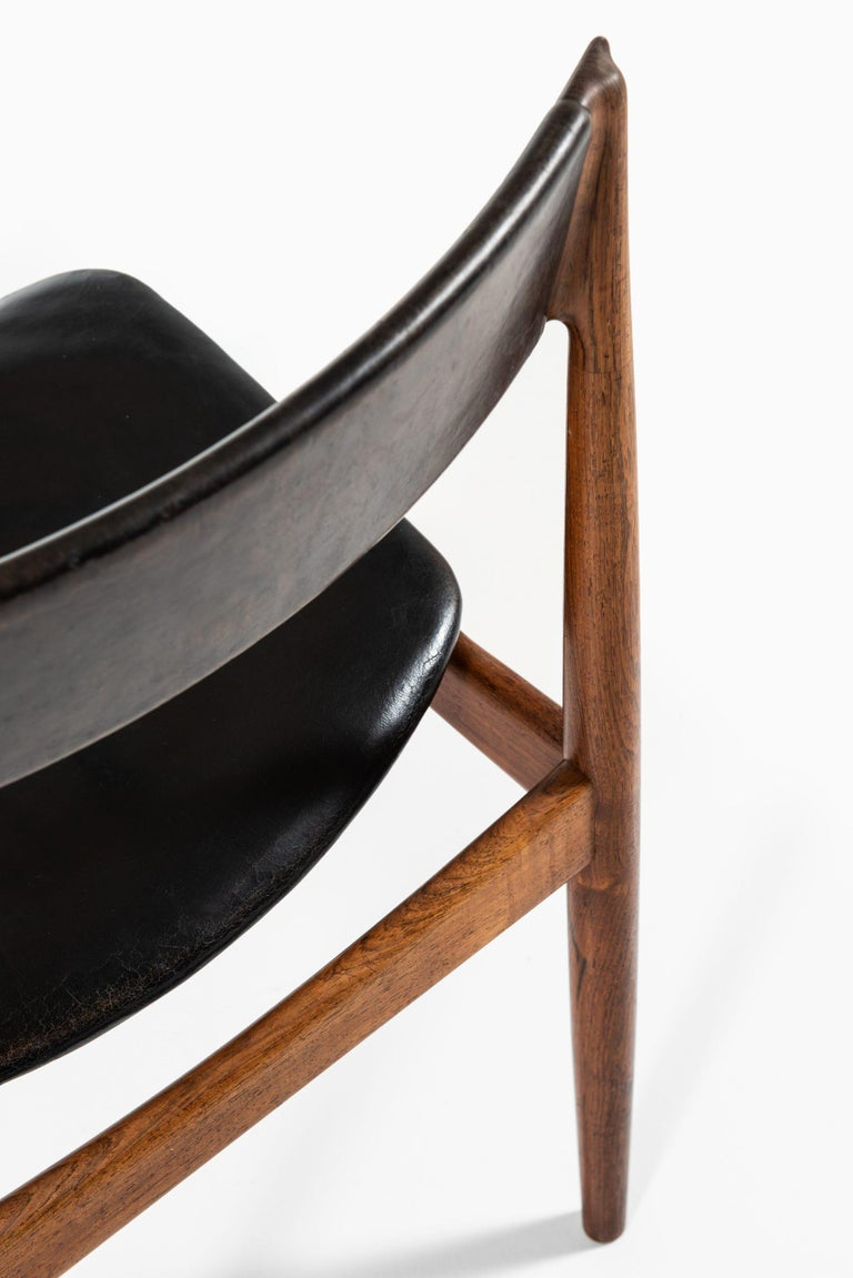 Mid-20th Century Henry Rosengren Hansen Dining Chairs Model 39 Produced by Brande Møbelfabrik For Sale