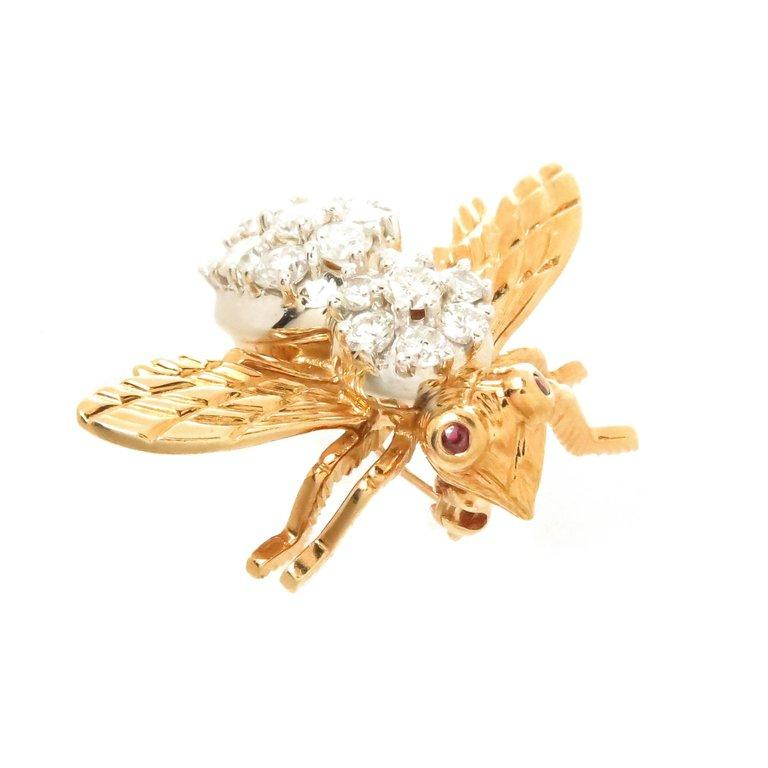 Circa 1980s Herbert Rosenthal 18K yellow Gold Bee brooch, measuring just over 3/4 inch in length and 1 inch wing tip to wing tip ( wide ) set with 1 carat of Round Brilliant cut Diamonds grading as F- G in color and VS in Clarity. Also Having Ruby