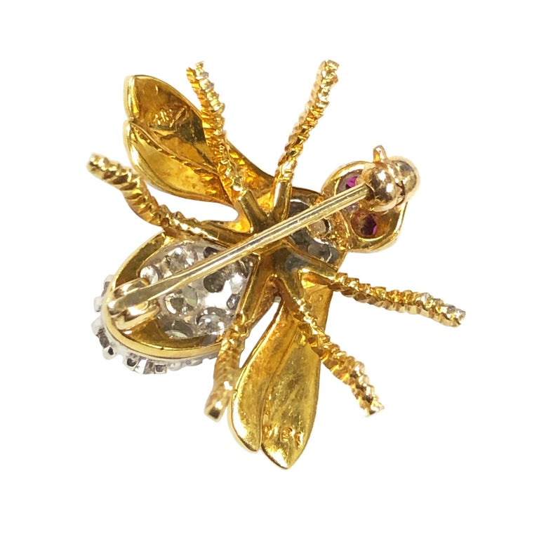 Herbert Rosenthal Yellow Gold and Diamond Bee Brooch In Excellent Condition For Sale In Chicago, IL