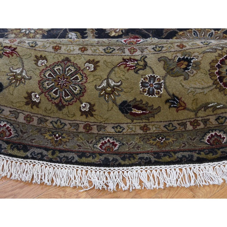 Hereke Design Wool and Silk Hand Knotted 300 Kpsi Round Oriental Rug In New Condition For Sale In Carlstadt, NJ
