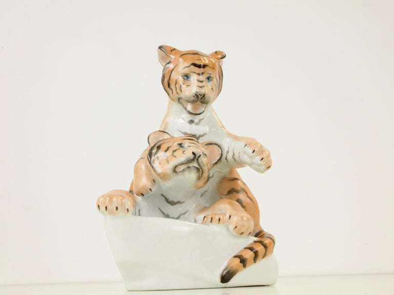 Herend Porcelain Figurine Depicting 2 Tiger Cubs In Good Condition For Sale In Hilversum, Noord Holland