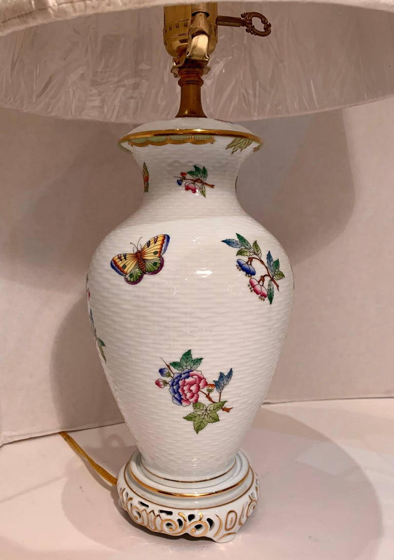 Herend Queen Victoria Hand Painted Basketweave Porcelain Pedestal Table Lamp In Good Condition For Sale In Tustin, CA