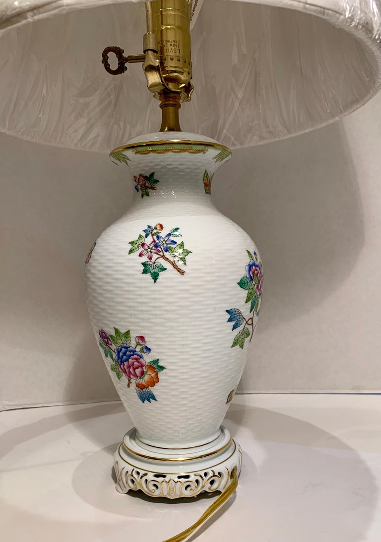 Contemporary Herend Queen Victoria Hand Painted Basketweave Porcelain Pedestal Table Lamp For Sale