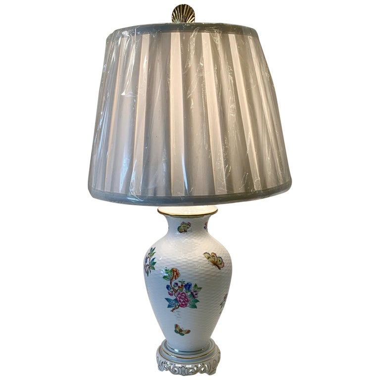 Herend Queen Victoria Hand Painted Basketweave Porcelain Pedestal Table Lamp For Sale