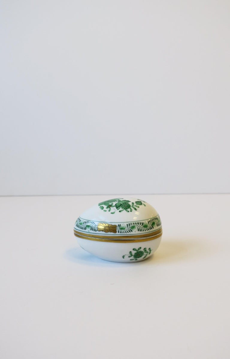 Herend White Green Gold Porcelain Egg-Shaped Jewelry Box In Good Condition For Sale In New York, NY