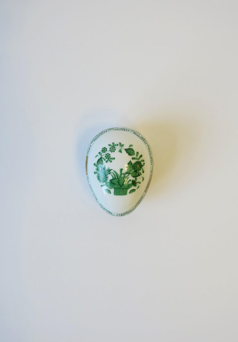 20th Century Herend White Green Gold Porcelain Egg-Shaped Jewelry Box For Sale