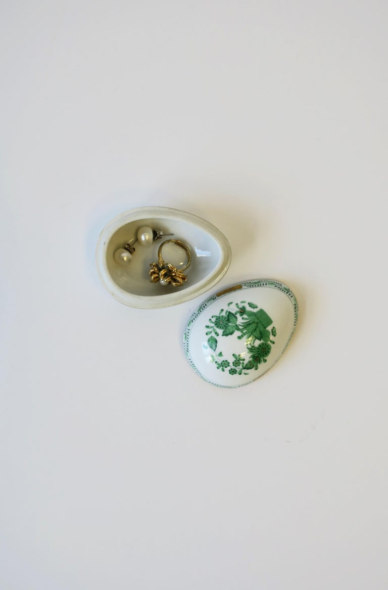 Herend White Green Gold Porcelain Egg-Shaped Jewelry Box For Sale 1