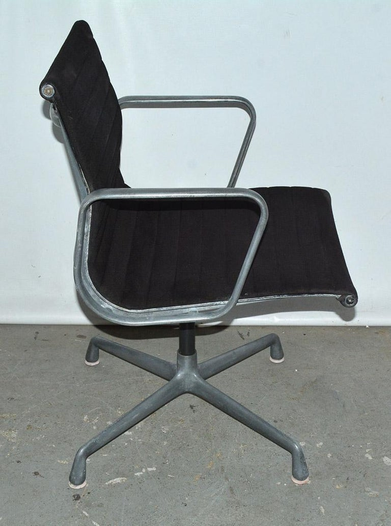 Herman Miller Aluminum Group Office Armchair In Fair Condition For Sale In Great Barrington, MA