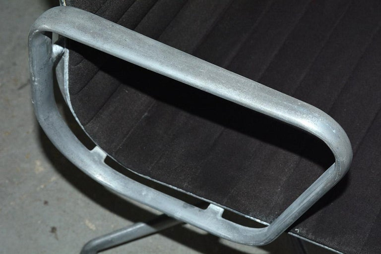 20th Century Herman Miller Aluminum Group Office Armchair For Sale