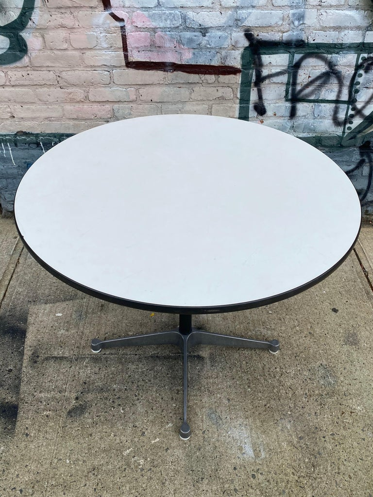 Herman Miller Eames Dining Table In Good Condition For Sale In Brooklyn, NY