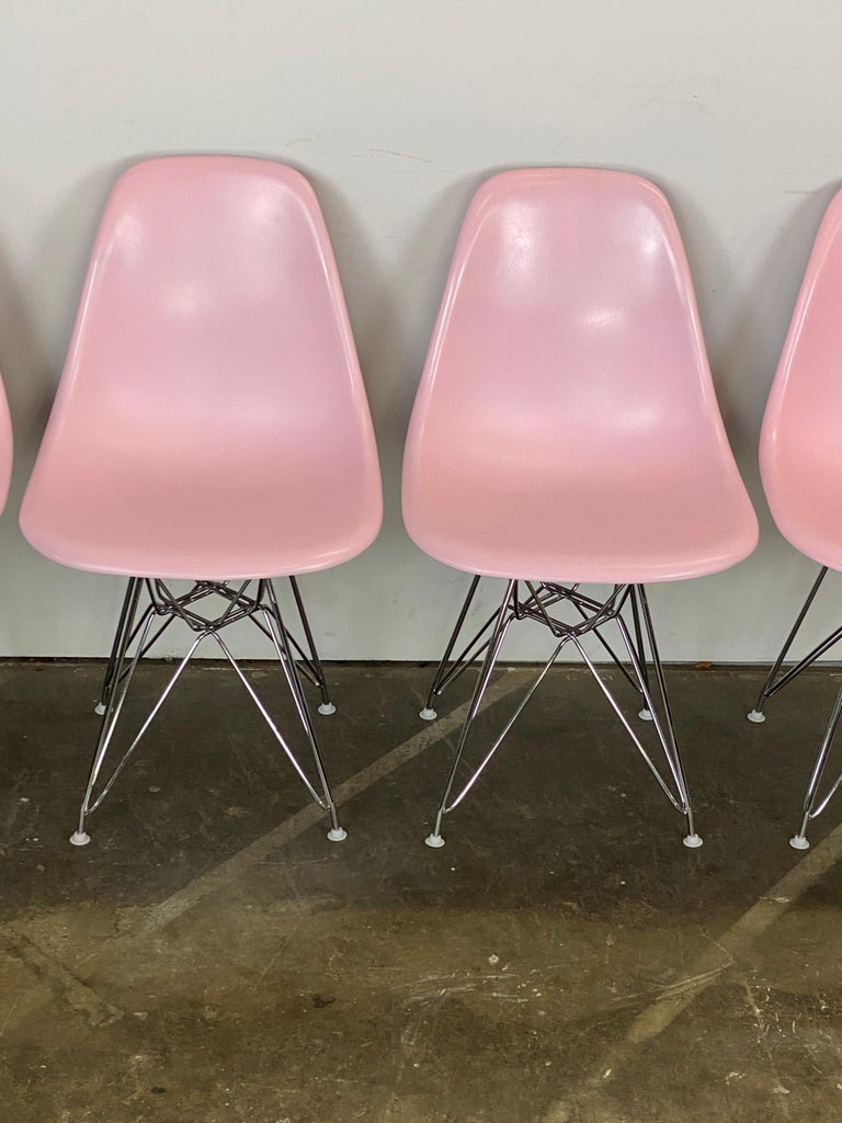Mid-Century Modern Herman Miller Eames Dining Chairs in Pink For Sale