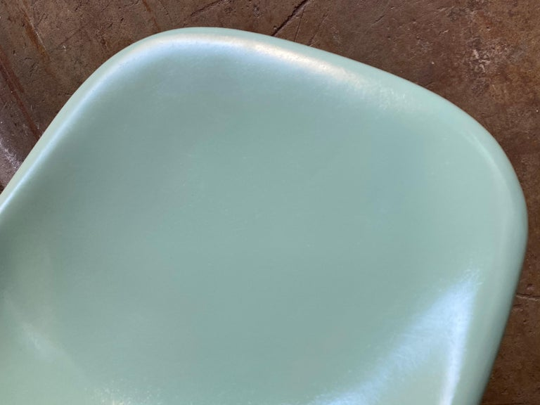 Herman Miller Eames Dining Chairs in Seafoam Green In Good Condition For Sale In Brooklyn, NY