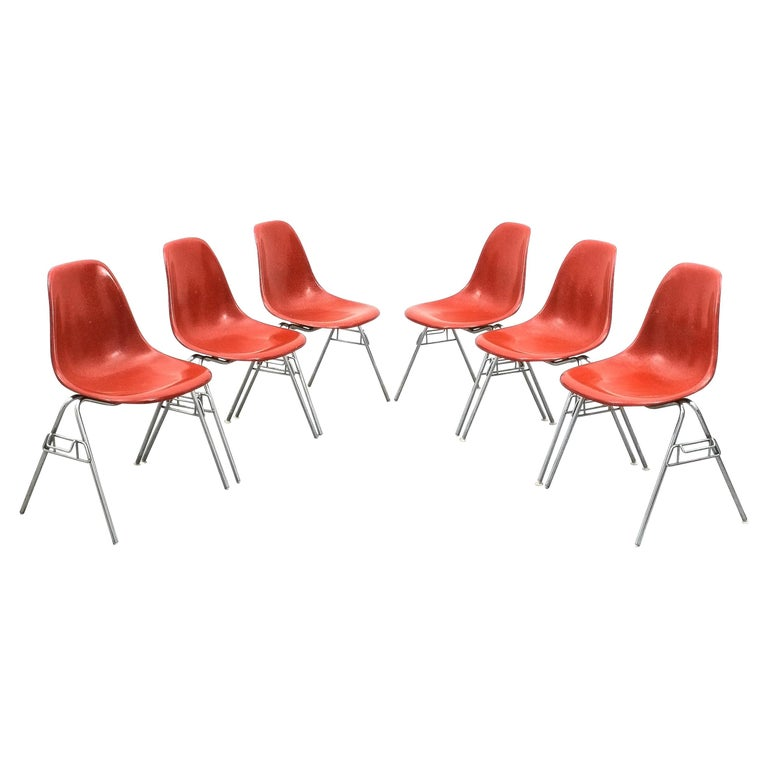 Herman Miller Eames Dining Chairs Terracotta, circa 1970 For Sale