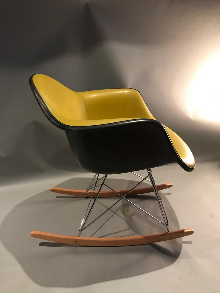 American Herman Miller Eames Fiberglass Rocking Chair Model RAR For Sale