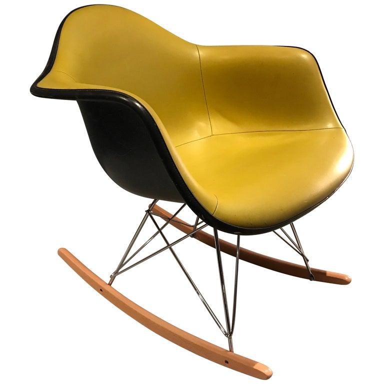 Herman Miller Eames Fiberglass Rocking Chair Model RAR For Sale