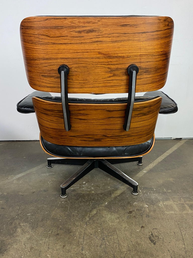 Herman Miller Eames Lounge Chair and Ottoman In Good Condition For Sale In Brooklyn, NY