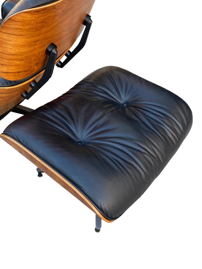 American Herman Miller Eames Lounge Chair and Ottoman with Black Leather For Sale