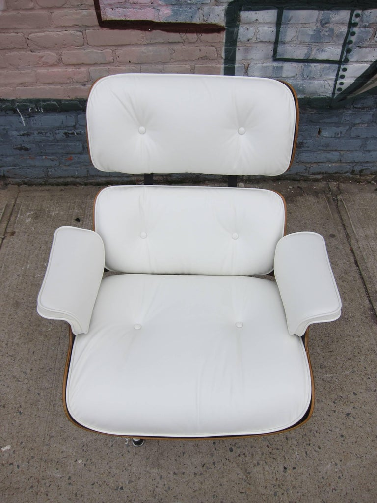 Herman Miller Eames Lounge Chair and Ottoman with New Perfect Custom Leather In Excellent Condition For Sale In Brooklyn, NY