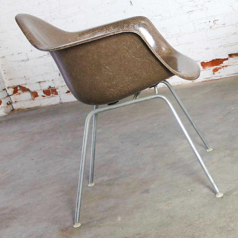 Fabulous DAX molded fiberglass shell armchair by Charles and Ray Eames for Herman Miller with H base, Summit marking, and nylon feet in Seal brown. Wonderful vintage condition with some patina on the base. Please see photos. Circa 1965-70.   This is