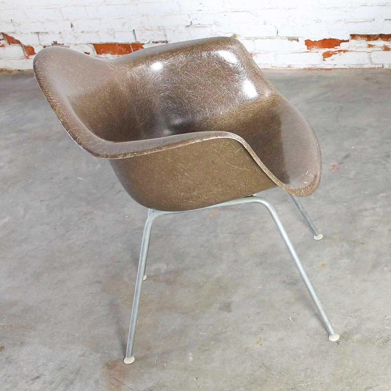 Mid-Century Modern Herman Miller Eames Molded Fiberglass DAX Shell Arm Chair  H Base in Seal Brown For Sale