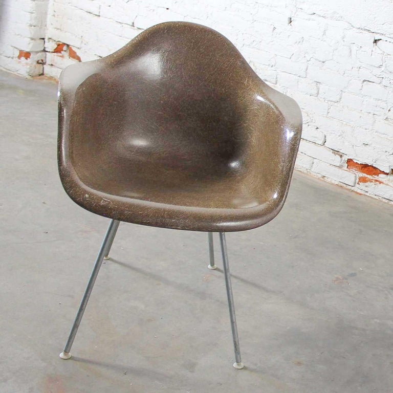 Herman Miller Eames Molded Fiberglass DAX Shell Arm Chair  H Base in Seal Brown For Sale 3
