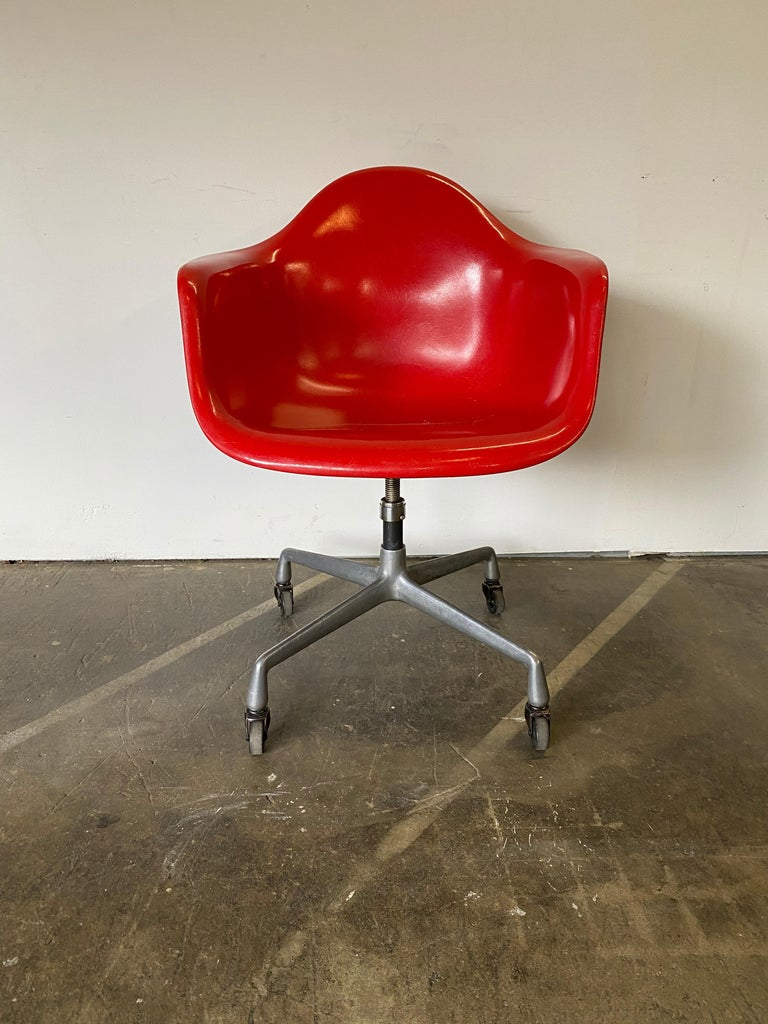 Mid-Century Modern Herman Miller Eames Office Desk Chair in Cherry Red For Sale