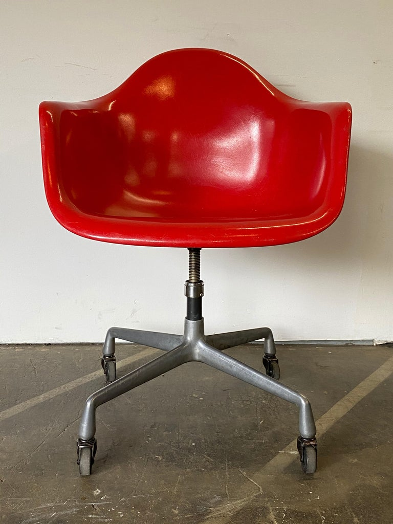 American Herman Miller Eames Office Desk Chair in Cherry Red For Sale