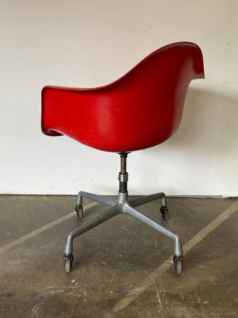 20th Century Herman Miller Eames Office Desk Chair in Cherry Red For Sale