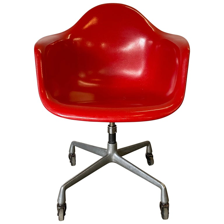 Herman Miller Eames Office Desk Chair in Cherry Red For Sale