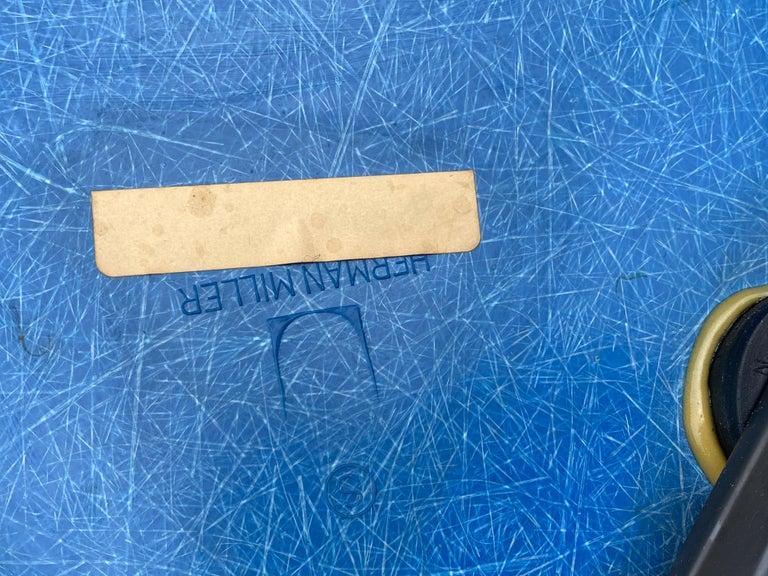 Herman Miller Eames Office Desk Chair in Ultramarine Blue For Sale 9