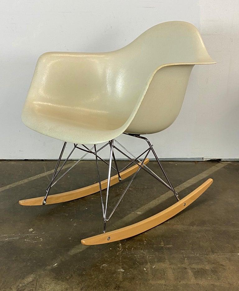 Mid-Century Modern Herman Miller Eames RAR Rocker in Parchment For Sale